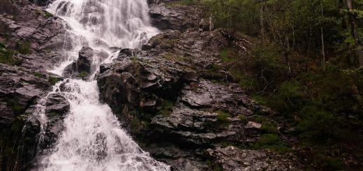 Todtnauer Wasserfall, steinige Felsen, Wald, rauschendes Wasser