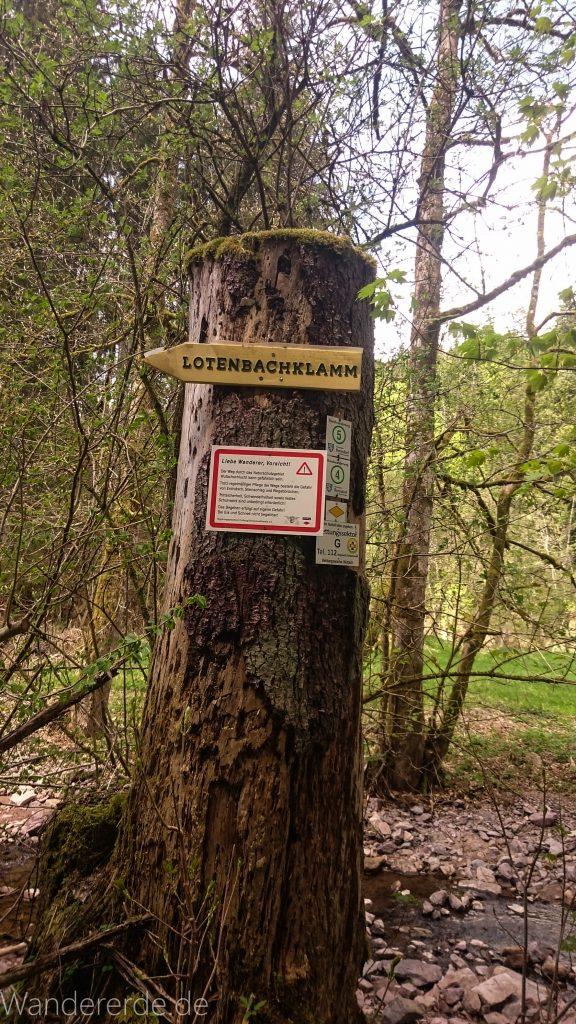 Lotenbachklamm bei der Schattenmühle, Schild Wegweiser zur Lotenbachklamm