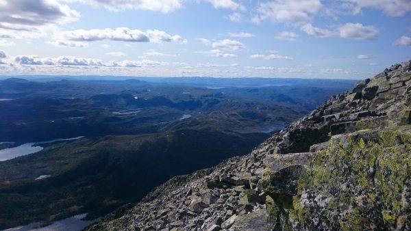 Wanderung auf den Gaustatoppen in Norwegen, startet in der Nähe des Ortes Rjukan, traumhafte weite Aussicht auf schönste Landschaft, kleine Seen und Berge