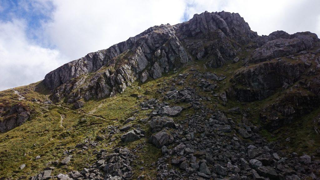 Wanderung Routeburn Track - Great Walk im Fiordland Nationalpark Südinsel Neuseeland, Wanderweg Routeburn im Fiordland Nationalpark, beeindruckende Berge mit schneebedeckten Gipfeln über der Baumgrenze, herrlicher Sommertag auf Südinsel Neuseelands, traumhafte Wanderung, raues Gebirgsklima, lebensfeindlich und doch wunderschön, beeindruckend