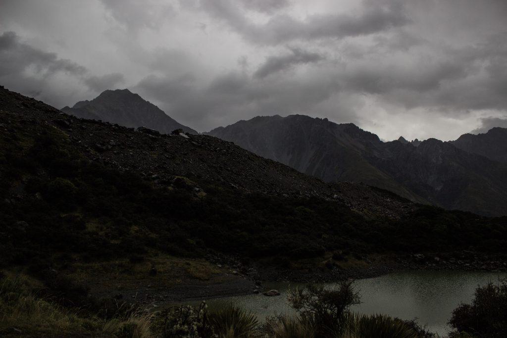 Wanderungen im Mount Cook Nationalpark, Aoraki, Südinsel Neuseeland, Wanderung zum Tasman Glacier View mit viel Regen, Blitz und Donner im alpinen Gelände, morgen nochmal versuchen