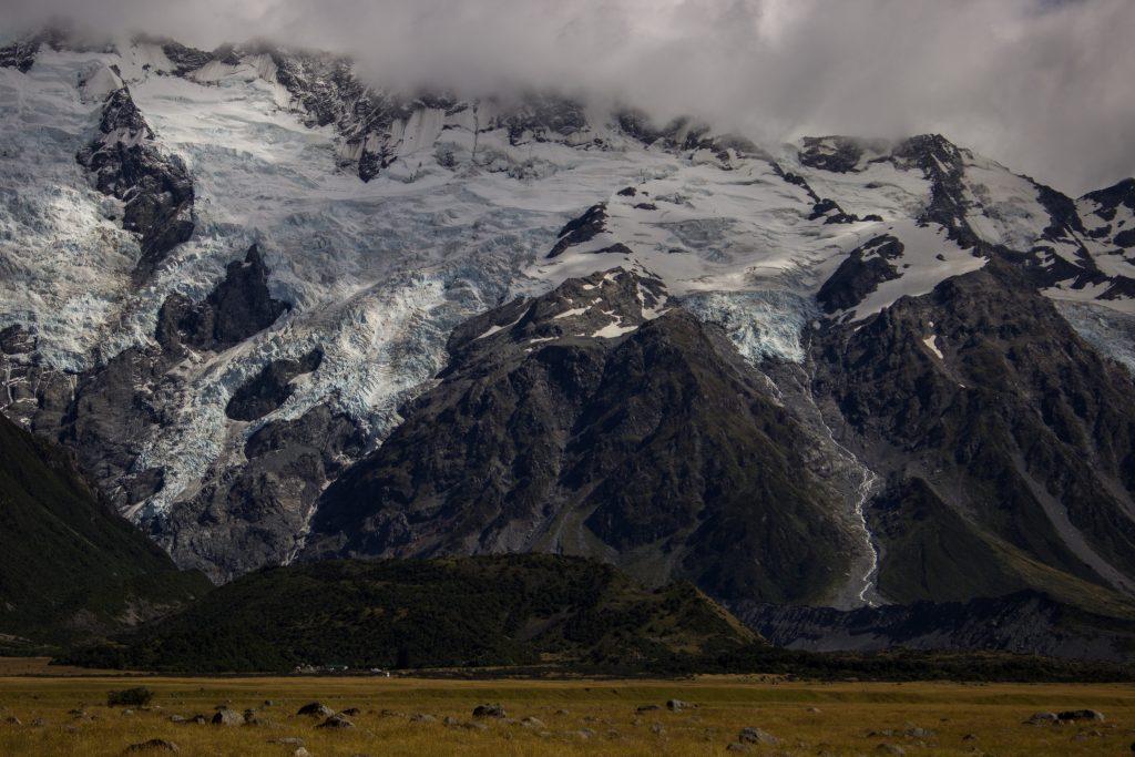 Wanderungen im Mount Cook Nationalpark, Aoraki, Südinsel Neuseeland, Wanderung im Mount Cook Nationalpark, schneebedeckte Berge, raue, lebensfeindliche und doch wunderschöne Umgebung