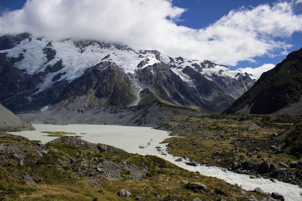 Wanderungen im Mount Cook Nationalpark, Aoraki, Südinsel Neuseeland, Wanderung im Mount Cook Nationalpark durch das Hooker Valley Tal, schneebedeckte Berge, raue, lebensfeindliche und doch wunderschöne Umgebung, vom Gletscher gespeiste Seen, Fluss