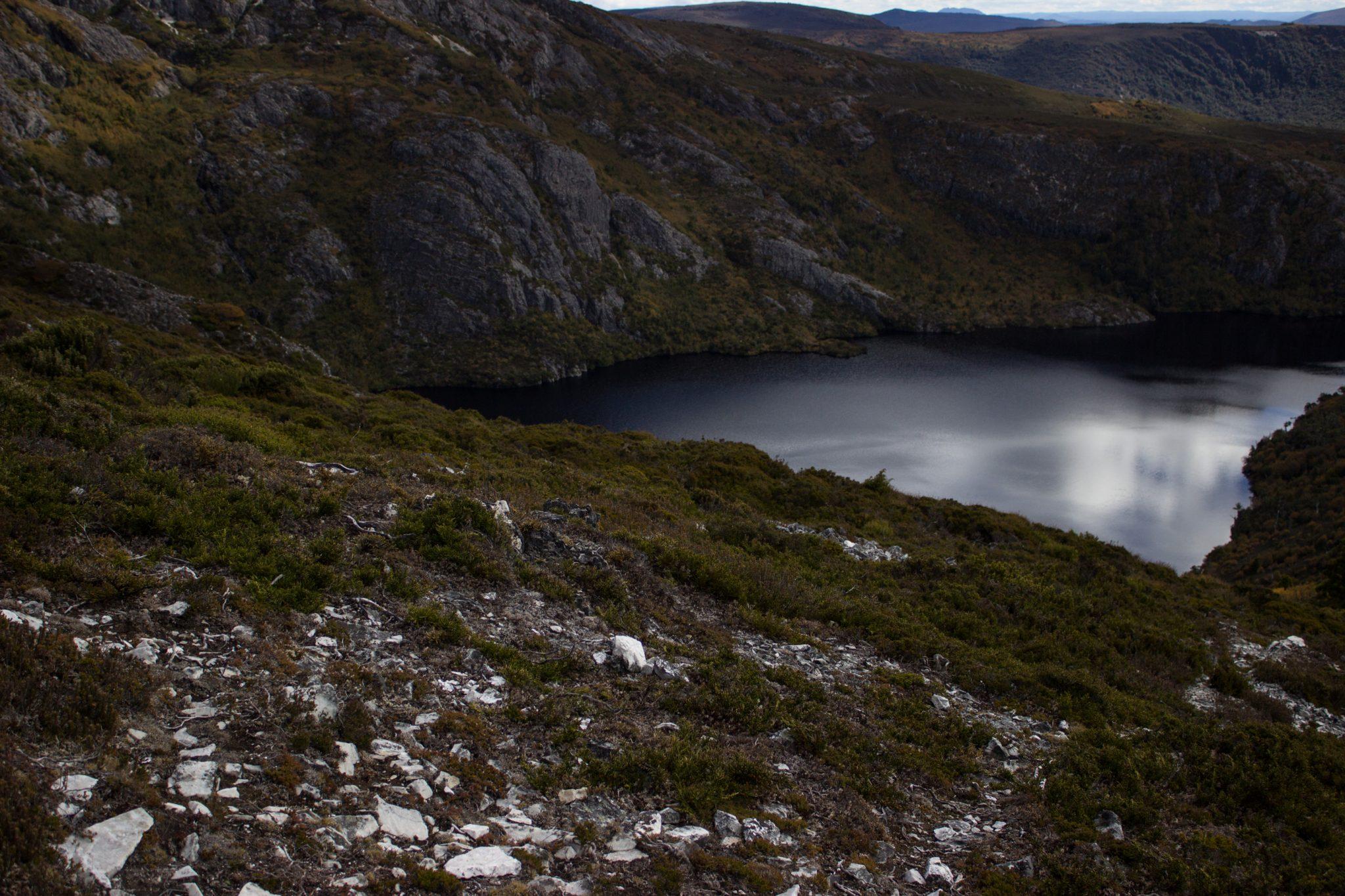 Ronny Creek bis Marions Lookout, Aussichtspunkt, Wanderung Overland Track im Cradle Mountain Lake St. Clair National Park, raue Gebirgslandschaft, schöner See, Ende des Sommers in Tasmanien