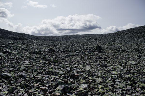 Wanderung auf den Gaustatoppen in Norwegen, startet in der Nähe des Ortes Rjukan, unendlich viel Geröll, beeindruckende Landschaft