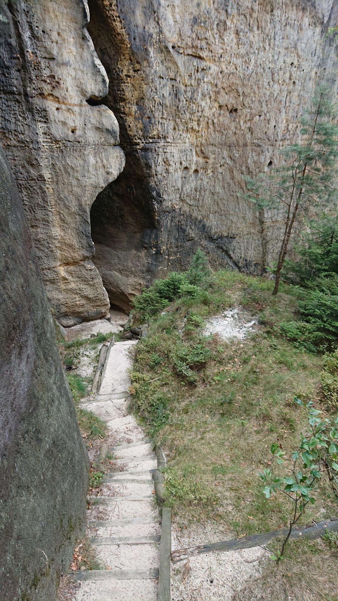Hohe Liebe Schrammsteine Carolafelsen, Wanderweg im Wanderparadies Sächsische Schweiz mit vielen tollen Aussichten, riesiger Felsennationalpark, schmaler Pfad entlang an den Felsen