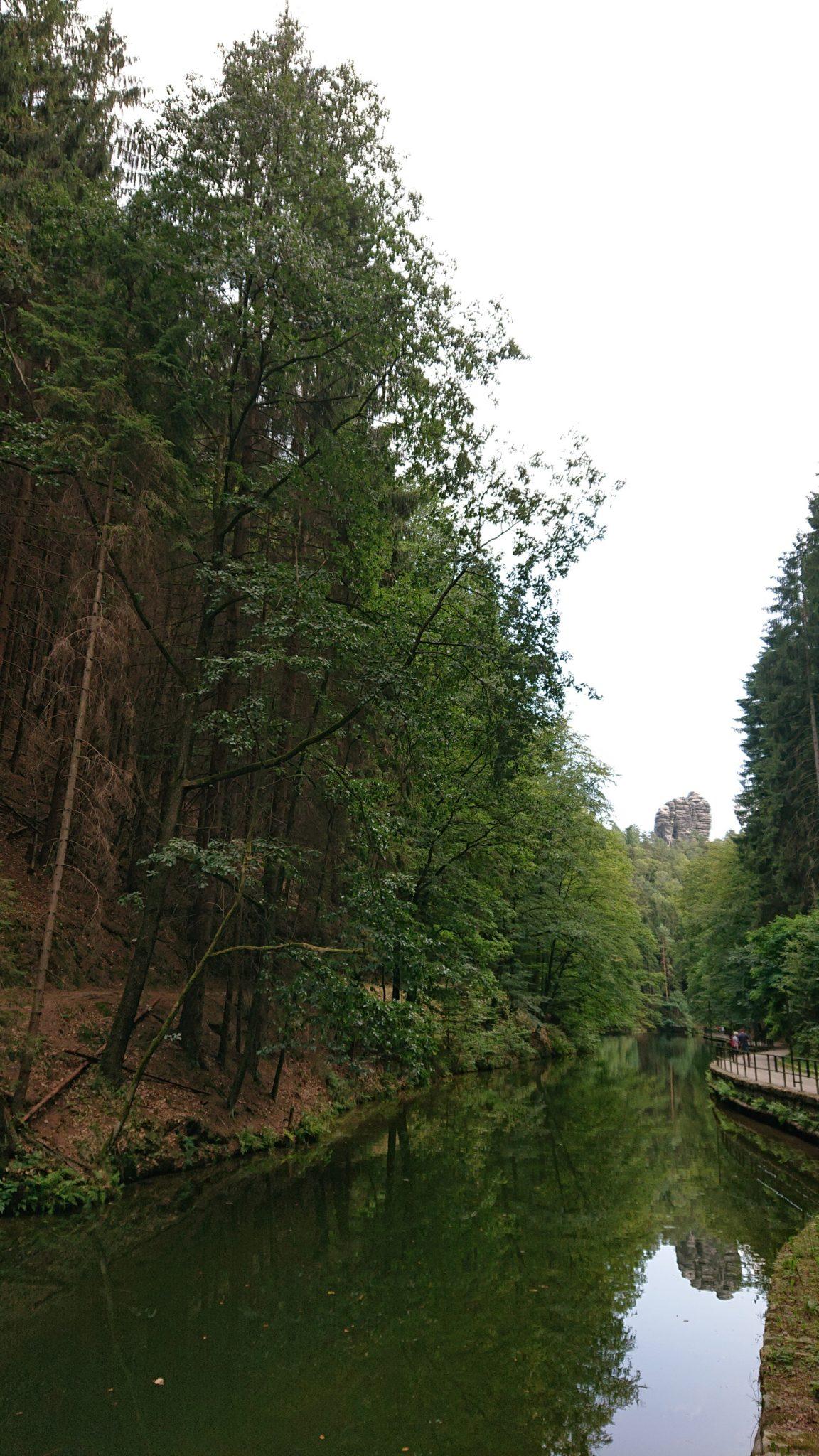 Wanderung durch Polenztal zur Bastei und zu Schwedenlöcher, Weg am Ende der Schwedenlöcher beim Amselsee, nicht sonderlich interessant