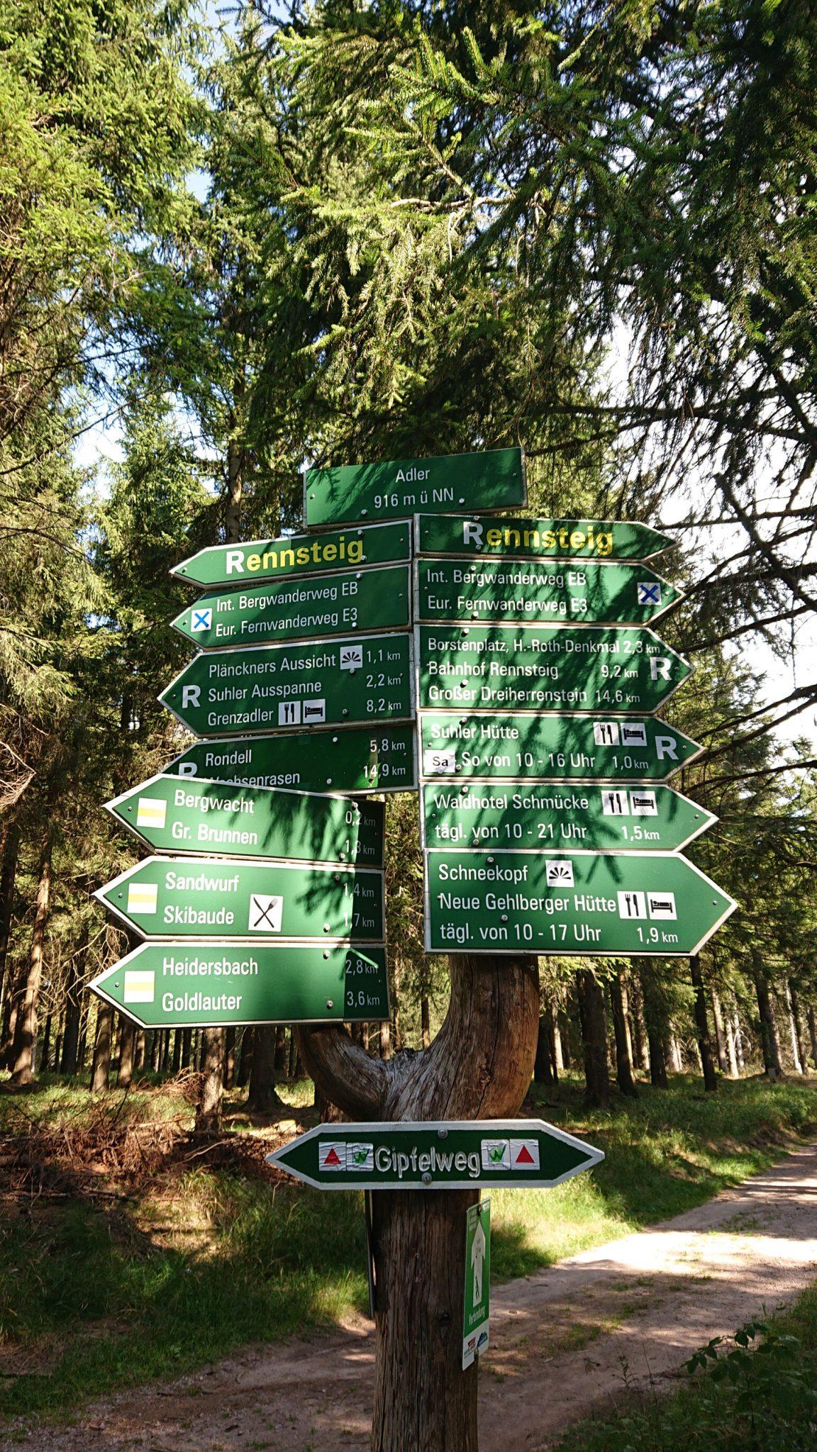 Großer Beerberg Schneekopf und Teufelskanzel, Gipfeltour Wanderung im Thüringer Wald, Wegmarkierung Gipfelweg Adler