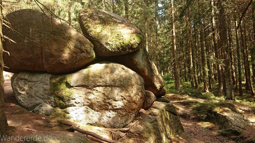 Dreibrodesteine Wanderung im Harz bei Sankt Andreasberg, bei den Dreibrodesteinen