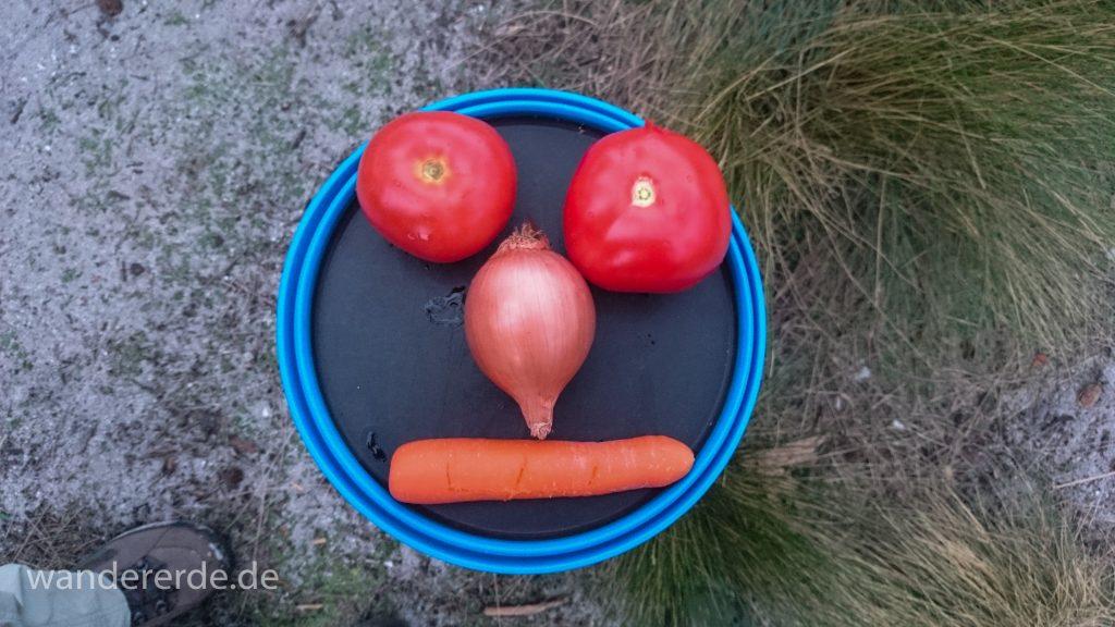Verpflegung auf Wanderungen - Gemüse, Tomaten eher nicht zu empfehlen, aber Möhren halten es aus im Rucksack transportiert zu werden