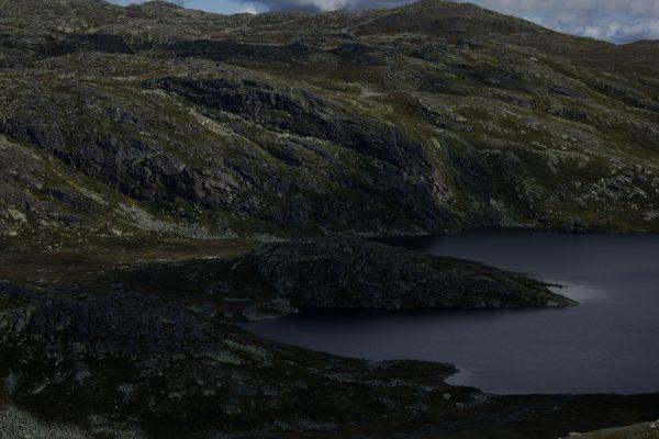 Wanderung auf den Gaustatoppen in Norwegen, startet in der Nähe des Ortes Rjukan, traumhafte Aussicht auf schönste Landschaft, kleine Seen und Berge