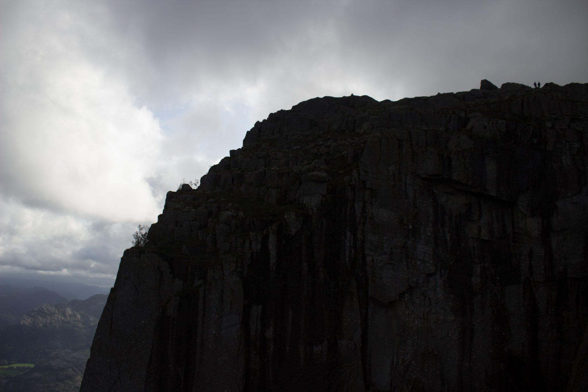Wanderung zum Pulpit Rock Preikestolen, berühmtester Felsen in Norwegen, riesige steile Felswände, traumhafte Landschaft