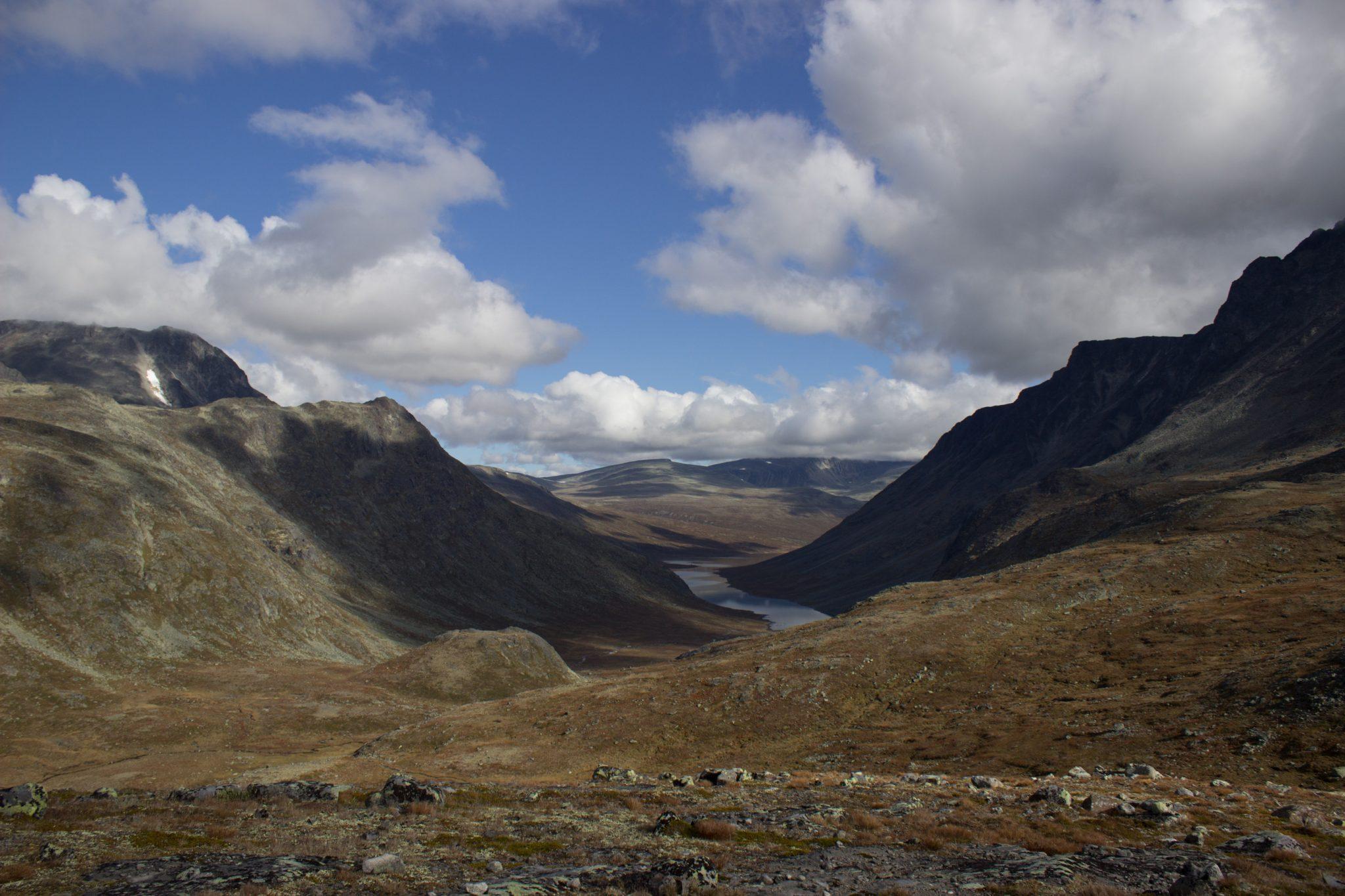 Wanderung Besseggen-Grat im Jotunheimen Nationalpark, traumhafte Landschaft, teils karg