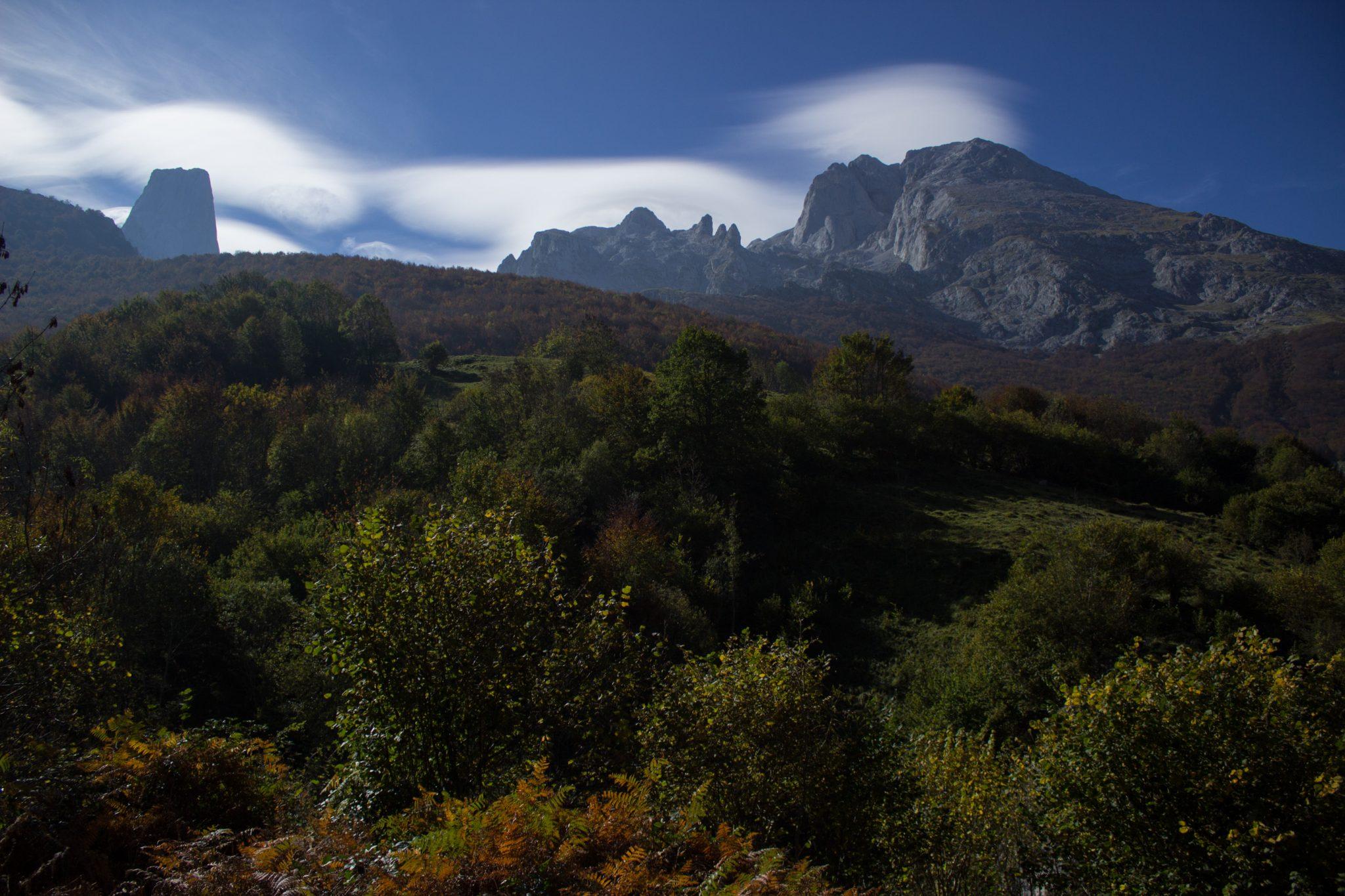 Wanderung Poncebos nach Bulnes in den Picos de Europa, Ausblick auf Berg Naranjo de Bulnes, auch Picu Urriellu, bekanntester Berg in Picos de Europa