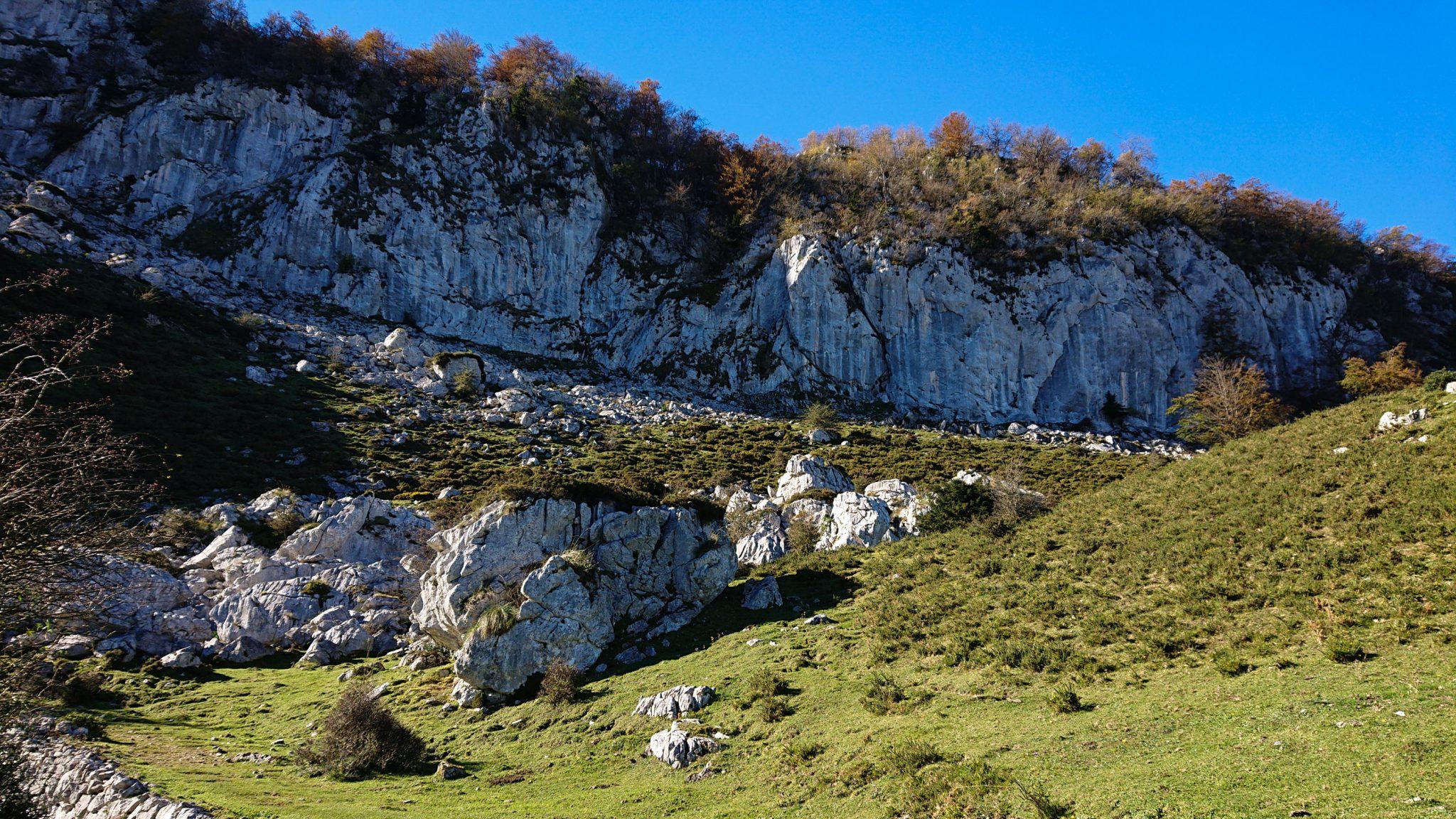 Wanderung Mirador de Ordiales Picos de Europa Spanien, Steilwand, Berge und Felsen