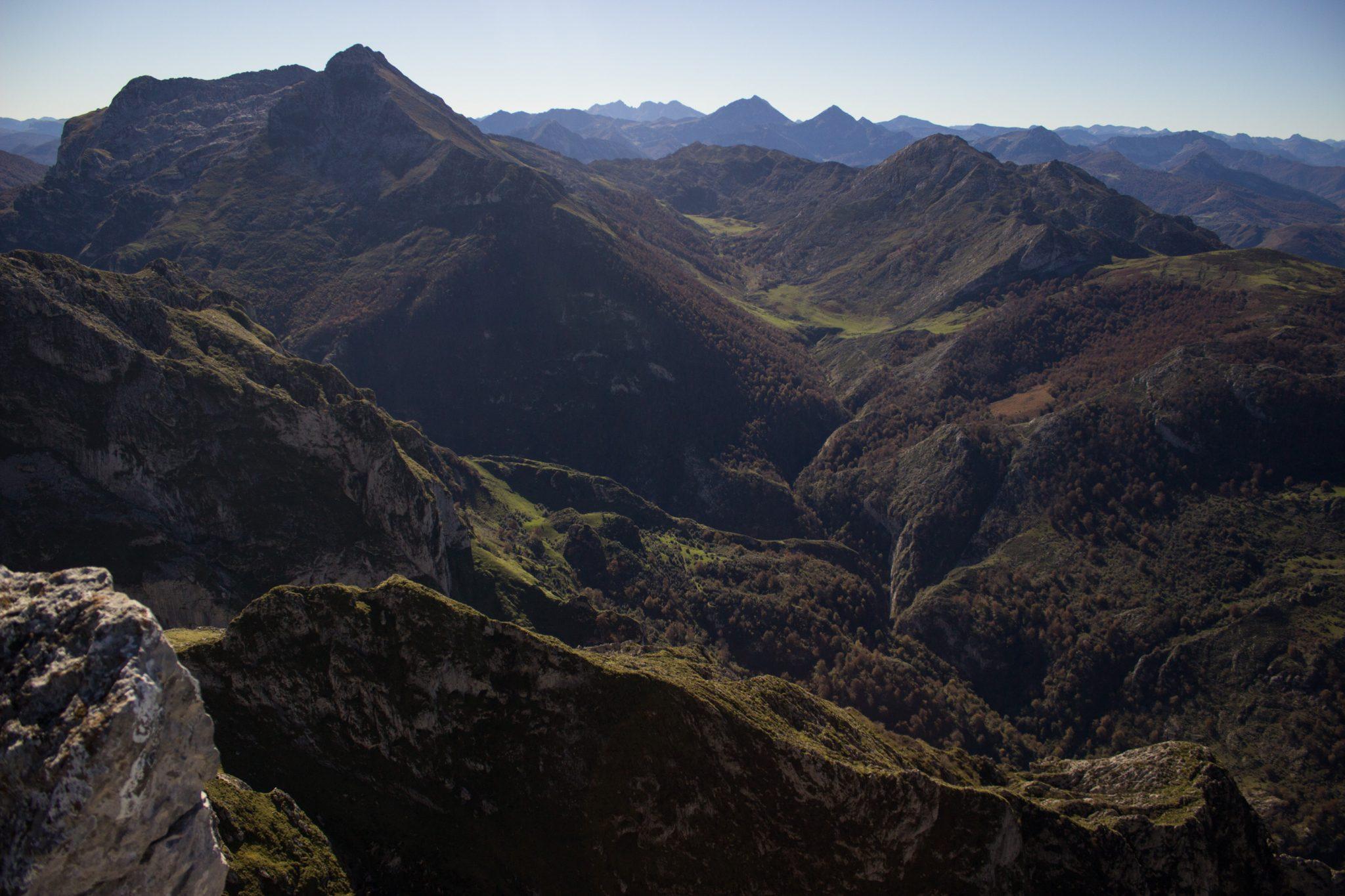 Wanderung Mirador de Ordiales Picos de Europa Spanien, sehr beeindruckende Sicht beim Ziel der Wanderung, dem Aussichtspunkt Mirador de Ordiales, Bergpanorama, weite Fernsicht