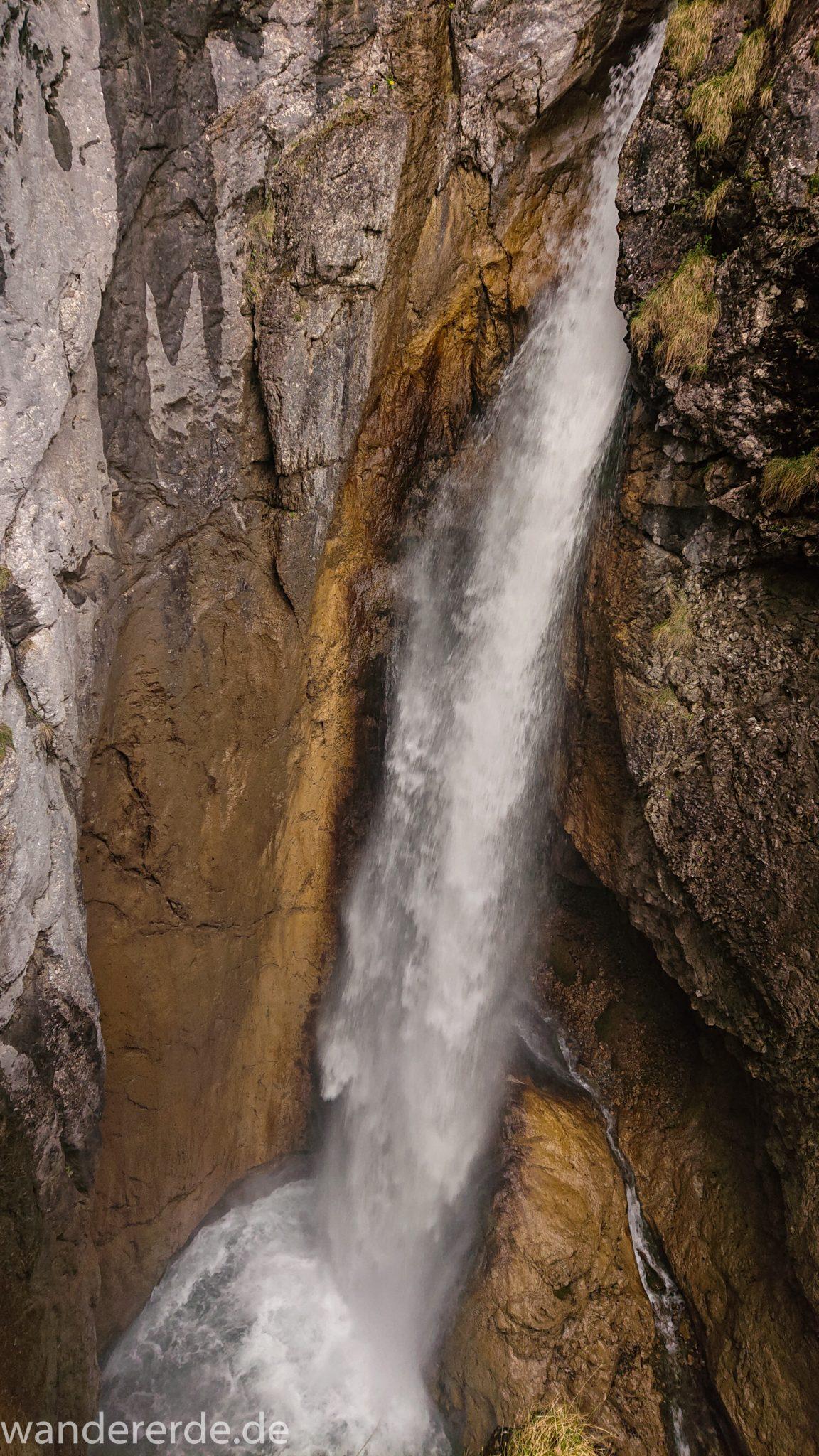 Wanderung Oberstdorf nach Gerstruben im Allgäu, Bayern, Wanderweg führt nach Bergbauerndorf Gerstruben über sehr empfehlenswerten aber steilen Weg Hölltobel mit Wasserfällen wieder abwärts