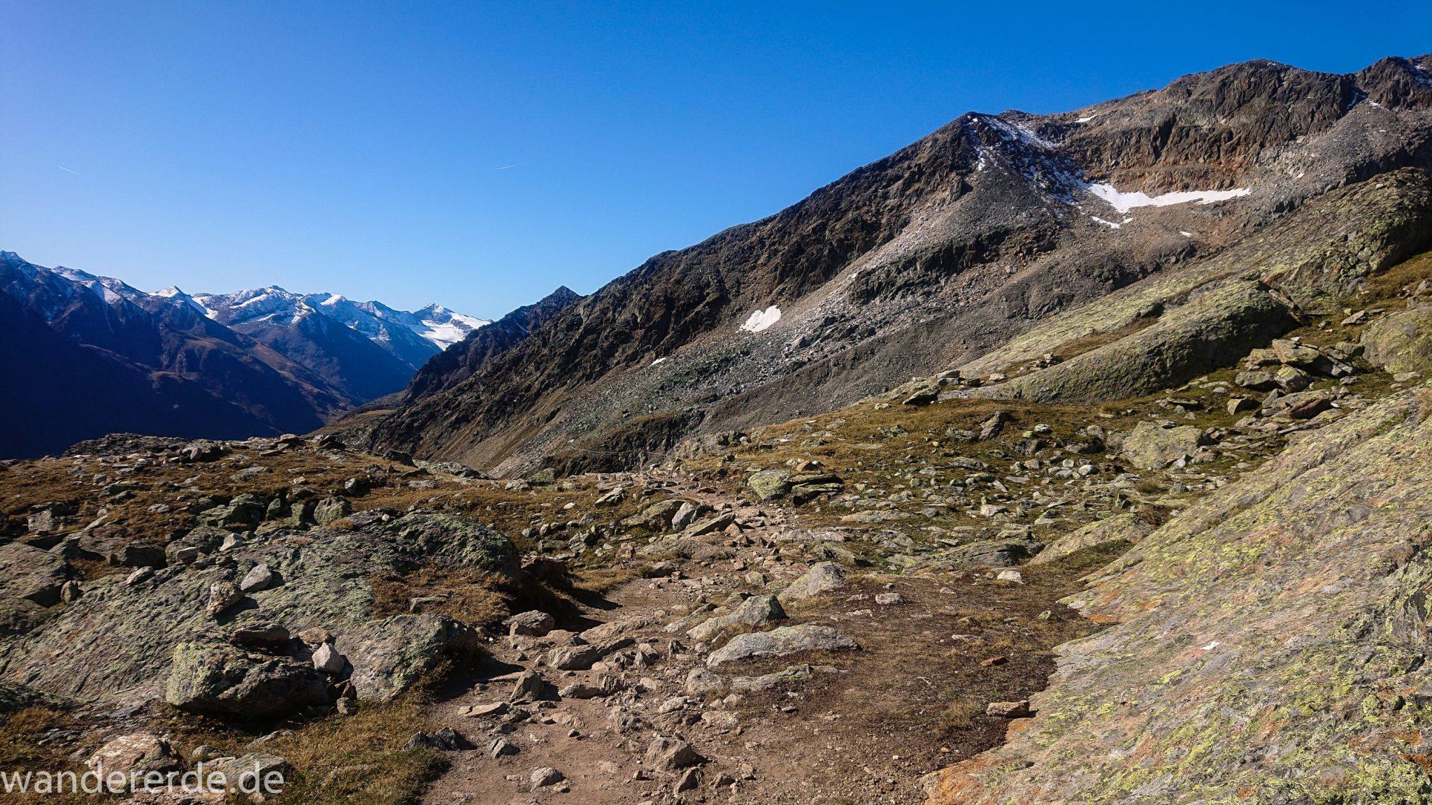 Alpenüberquerung Fernwanderweg E5 Oberstdorf Meran, 5. Etappe von Braunschweiger Hütte zur Martin-Busch-Hütte, nach Überschreiten des Pitztaler Jochls geht es mit dem Bus durch den Rosi-Mittermeier-Tunnel, dann in 4 Stunden auf dem neuen Panoramaweg nach Vent, sehr abwechslungsreiche Wegführung, Zeit vergeht schnell, immer nur kurze Abschnitte ansteigend bergauf, zauberhafte Ausblicke auf die umliegenden Berge
