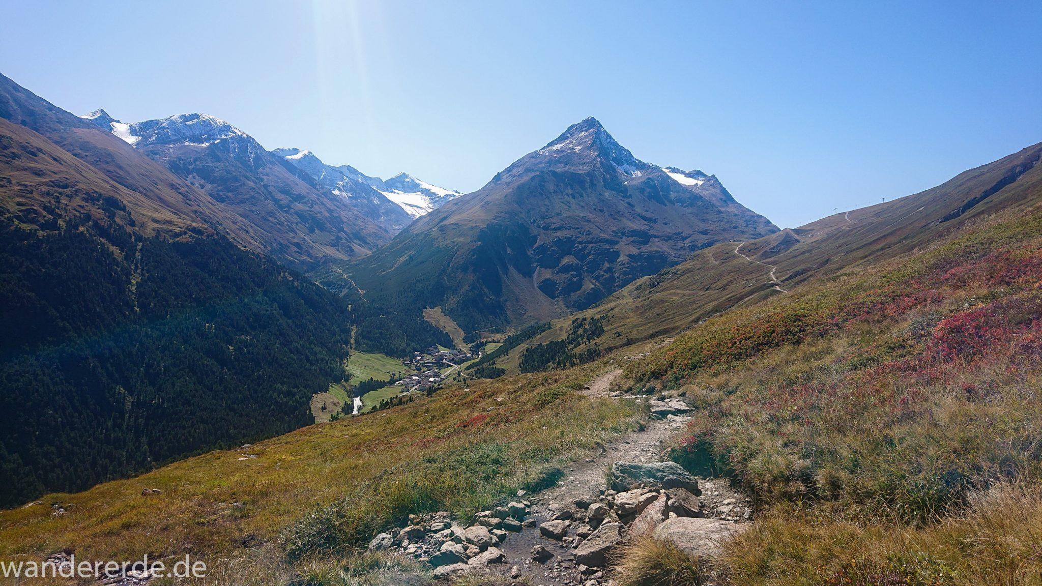 Alpenüberquerung Fernwanderweg E5 Oberstdorf Meran, 5. Etappe von Braunschweiger Hütte zur Martin-Busch-Hütte, Wanderung auf dem neuen Panoramaweg nach Vent dauert 4 Stunden, sehr abwechslungsreiche Wegführung auf schmalem, schönem Wanderweg, Zeit vergeht schnell, immer nur kurze Abschnitte ansteigend bergauf, dann wieder bergab, zauberhafte Ausblicke auf die umliegenden Berge und ins Tal, herrliches Wetter zum Wandern bei strahlendem Sonnenschein, Blick auf Wanderweg am Berghang entlang, Ort Vent ist bereits sichtbar